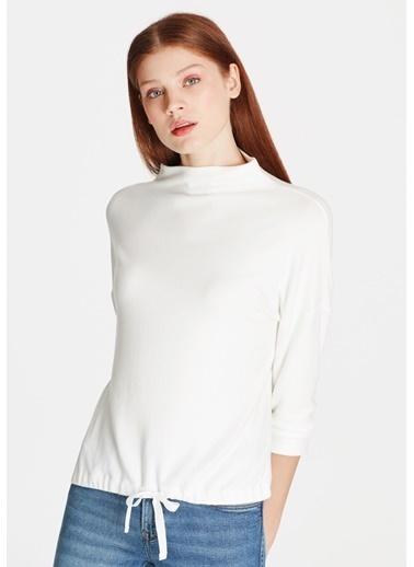 Mavi Dik Yaka Tişört Beyaz